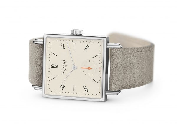 Nomos Tetra 27 Champagne (Ref 473) - on its side