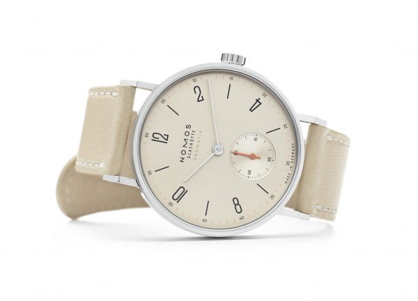 Nomos Tangente Neomatik Champagne (ref 176) - on its side
